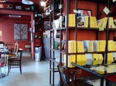 Sottobosco, Pisa: caffè, cabernet, libri in vendita e in consultazione, vecchie macchine da scrivere #Indiepercui