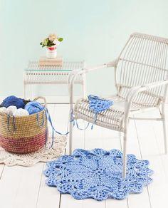 Virkkaa pitsinen pikkumatto. Crochet a smal lace carpet.  Unelmien Talo&Koti Kuva: Johanna Kinnari Ohje: Kirsi Turunen