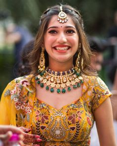 Asian Wedding Dress Pakistani, Indian Bridal Outfits, Indian Bridal Fashion, Engagement Dress For Bride, Wedding Attire, Wedding Dresses, Mehendi Outfits, Latest Haircuts, Saree Blouse Neck Designs