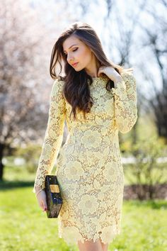 Yellow lace – Mysterious Girl