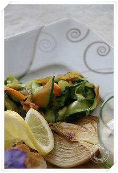 Dos de cabillaud au crumble de citron, tagliatelles de courgettes et carottes, fenouil braisé et petite sauce