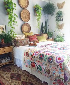 Love the wall behind the bed bohemian спальня, уютный дом, дом. Decor, Home Decor Inspiration, Awesome Bedrooms, Boho Bedroom, Home Decor, Headboard Decor, Room Inspiration, House Interior, Bedroom Decor