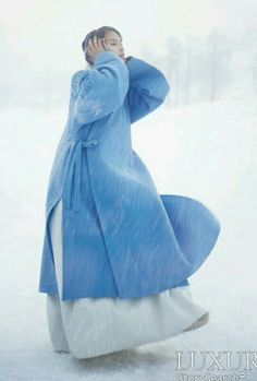 ♥ blue ♥ bleu ♥ azul ♥ blu ♥ contemporary hanbok (traditional Korean dress) ♥ by Lee, Hye-Sun ♥ Korean Traditional Clothes, Traditional Fashion, Traditional Dresses, Korean Dress, Korean Outfits, Modern Hanbok, Winter Colors, Winter Blue, Winter Coat