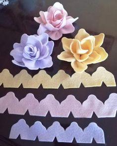 Felt Crafts Diy, Felt Diy, Handmade Felt, Craft Stick Crafts, Handmade Flowers, Diy Lace Ribbon Flowers, Paper Flowers Craft, Flower Crafts, Fabric Flowers