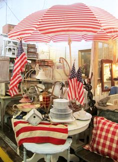 Antiquing at Gibson Mill, Americana and flags | homeiswheretheboatis.net #patriotic