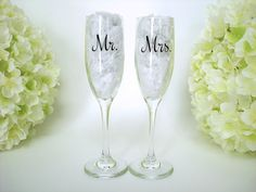 2 Wedding Toasting Flutes, Personalized Mr and Mrs Toasting Flutes, Champagne Glasses, Bride and Groom Glasses
