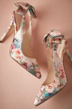 #spring #floral #trend #outfitideas |Pastel Floral Bowed Pumps