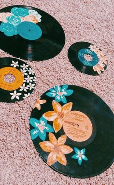 Music diy crafts wall art fun Ideas for 2019 Kunst Inspo, Art Inspo, Aesthetic Painting, Aesthetic Art, Record Wall Art, Cd Art, Deco Originale, Ideias Diy, Vinyl Art