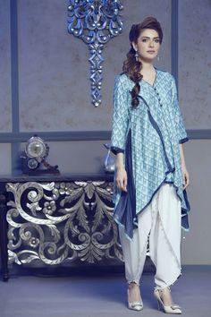 White tulip pant with blue kurta Casual Work Dresses, Stylish Dresses, Simple Dresses, Elegant Dresses, Casual Dresses For Women, Girls Dresses, Pakistani Fashion Casual, Pakistani Dress Design, Pakistani Outfits