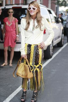 Anna Dello Russo shows off a colorful fringed skirt, tempered with a basic white button-down. Fashion Killa, Fashion Show, New York Fashion Week Street Style, Street Fashion, Fashion Tips For Women, Womens Fashion, Street Chic, Street Beat, Anna Dello Russo