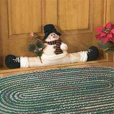Bellos Cubre Puertas Navideños Snowman Crafts, Christmas Crafts, Christmas Decorations, Christmas Design, Christmas Snowman, Sewing Crafts, Diy Crafts, Draft Stopper, Doll Patterns