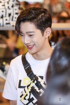 Cute Korean Boys, Asian Boys, Guan Lin, Lai Guanlin, First Love, Idol, Boyfriend, Shit Happens, People