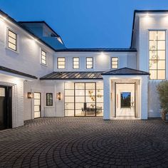 Legendary basketball pro LeBron James just snagged an extravagant home in LA's Brentwood neighborhood and it comes with some serious perks. Peek inside the star's impressive, just-built abode. Luxury Home Decor, Luxury Homes, Luxury Interior, Los Angeles Homes, Houses In Los Angeles, Celebrity Houses, Design Case, House Goals, Life Goals
