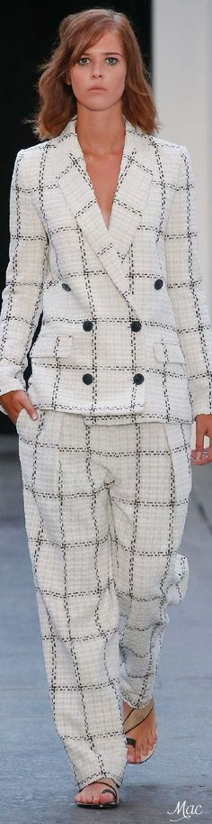 Lagerfeld mantel twister
