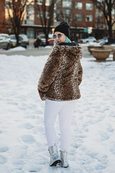 3 Ways to Make Your Sweatshirt Outfit Look Like an Outfit Comfortable Winter Outfits, Feminist Shirt, Leopard Coat, Cold Weather Outfits, Sweatshirt Outfit, Edgy Outfits, Winter Wear, Grunge Fashion, Alternative Fashion