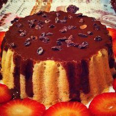 Buenos días! Hoy empiezo el día con este bizcocho low-carb de menta y chocolate una combinación que siempre me ha encantado! Además unas fresas y un café con leche de soja sin azúcar Esta noche no he pegado ojo con el dolor/picor de garganta así que me da que hoy va a ser un día muy largo Qué tengáis un buen día cariñines!!!!  #desayuno #breakfast #diet #dieta #fit #fitfam #fitfood #fitness #comida #food #foodie #adelgazar #perderpeso #weightloss #foodporn #healthy #healthyfood #sano…