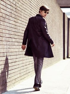 Great fit and hem height on the pants and jacket Sam Riley, Alan Clarke, Esquire Uk, Pride And Prejudice And Zombies, Modern Hepburn, Mr Darcy, Mens Trends, World Of Fashion, Dapper