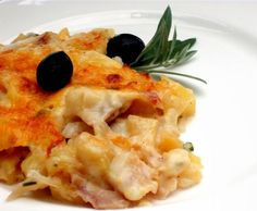 Bacalhau com Natas Comida Diy, Portuguese Recipes, Portuguese Food, Diy Food, Carne, Cod, Risotto, Macaroni And Cheese, Paleo