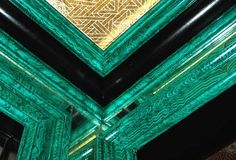 """Malachite is a natural gemstone that can be found in jewelry. To lineyour house molding in a gemstone is a """"cool-idea"""" if you can afford it. To top it off, next door I have a piece to accentuate this decorating idea. Faux Painting, Ceiling Medallions, Paint Finishes, Interiores Design, Architecture Details, Decoration, Old World, Decorative Boxes, At Least"""