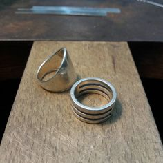 That's the rings of my friend. She never wore them because for her they were too simple and boring.