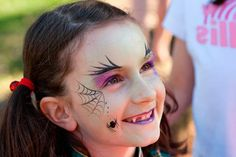 Vampiro/Spiderweb Spiderweb eyeliner for a simple and chic Spiderweb-Themed Makeup Ideas That Will Turn…Spiderweb eyeliner for a simple and chic Halloween… Simple Witch Makeup, Kids Witch Makeup, Halloween Makeup For Kids, Up Halloween Costumes, Chic Halloween, Scary Makeup, Halloween Face, Face Makeup, Toddler Witch Costumes