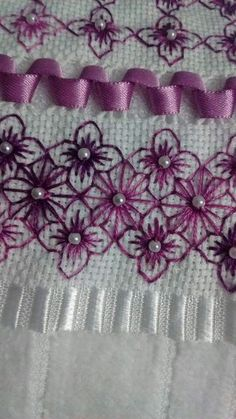 Discover thousands of images about Broderie Suisse, Chicken scratch, Swiss embroidery, Bordado espanol, Stof veranderen.embroidery on gingham Blackwork Embroidery, Silk Ribbon Embroidery, Cross Stitch Embroidery, Embroidery Patterns, Hand Embroidery, Cross Stitch Patterns, Machine Embroidery, Chicken Scratch Embroidery, Monks Cloth