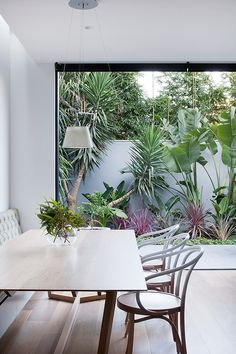 Robson-Rak-Courtyard-House-Dining-Est-Living