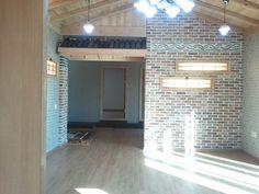 잘꾸민 정원의 아름다운 조화된 산아래 전원주택 - Daum 부동산 Garage Doors, Outdoor Decor, House, Home Decor, Homemade Home Decor, Home, Haus, Decoration Home, Houses