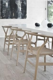wishbone chair love for dining room cool art in background as well Modern Townhouse, Townhouse Designs, Dining Table Chairs, Dining Area, Dining Rooms, Apartment Party, Wishbone Chair, Victorian Homes, Home Furniture