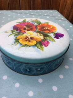 Vintage SWEETS BISCUIT TOFFEE TIN - PANSY FLOWERS Kitsch 1960/70 Colourful TIN