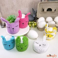 The Sleepy Bunny Egg Cozy combines two of my fave crafts - crochet and Cricut! Make these adorable mini egg baskets as re-useable green Easter decor! Cupcake Liner Crafts, Cupcake Liner Flowers, Cupcake Liners, Cupcake Wrappers, Crochet Projects, Craft Projects, Easter Projects, Craft Ideas, Crochet Ideas