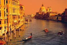 http://www.bykoket.com/blog/the-most-romantic-cities-in-the-world-for-valentines-day/ Venice sunset Italy romantic cities