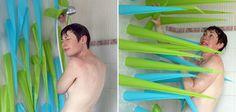 Vous êtes du genre à ne pas compter les minutes sous la douche ? Au Royaume-Uni, la créative Elisabeth Buecher a imaginé Spiky, un rideau de douche original qui va vous forcer à sortir de la douche lorsque vous y passez trop de temps. Spiky se présente sous la forme d'un rideau équipé de différentes pointes gonflables. Au bout de 4 minutes, celles-ci commencent à raidir et vous poussent donc en dehors de la douche. Une idée amusante qui devrait permettre de faire des économies d'eau et…