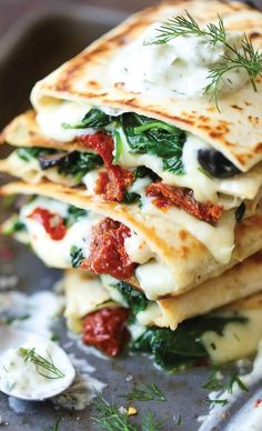 Amazing Vegetarian Quesadillas - Easy and Healthy Recipes Easy Mediterranean Diet Recipes, Mediterranean Dishes, Quesadillas, Gourmet Recipes, Vegan Recipes, Healthy Vegetarian Recipes, Dash Diet Recipes, Vegetarian Entrees, Vegetarian