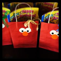 Elmo birthday party favors/treat bags - I like the simplicity of these Elmo Birthday, Baby Girl Birthday, Birthday Party Favors, First Birthday Parties, First Birthdays, Elmo Party Supplies, Second Birthday Ideas, Sesame Street Party, Party Time