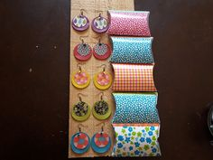 Cousettes et autres bidouilles: Boucles en chutes !!! Fabric Earrings, Paper Earrings, Fabric Beads, Fabric Jewelry, Diy Jewelry, Handmade Jewelry, Jewelry Making, Textiles, Simple Bags