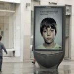Las calles son tapizadas con publicidad que en su mayoría suele pasar desapercibida y se vuelve parte del mobiliario; sin embargo, en esta ocasión, la agencia española de publicidad Greylogró sorprender al mundo con una campaña que, además de ingeniosa, promueve una iniciativa para ayudar a los niños que sufren de maltrato: un cartel digital …