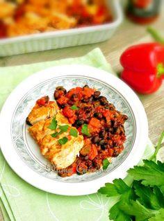 Voici une superbe recette de poulet à la Mexicaine au four, que j'aime beaucoup préparer à la maison pour deux raisons essentielles.