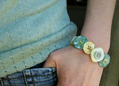 Love buttons? Who doesn't?! Chances are, whether you are crafty or not, you have a stash of them laying around. Here's how to use buttons and elastic to make a bracelet.