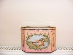 Huntley and Palmer's biscuit tin- birds.