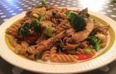 Pasta med kalkun og sesamfrø Pasta, Ethnic Recipes, Food, Eten, Noodles, Meals, Pasta Dishes, Diet