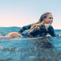 Surfing holidays is a surfing vlog with instructional surf videos, fails and big waves Sup Girl, Girl Surfing, Female Surfers, E Skate, Sup Stand Up Paddle, Sup Yoga, Surf City, Windsurfing, Wakeboarding
