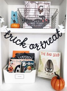 Halloween Books – Jordan & Co Halloween Books, Halloween Home Decor, Halloween Activities, Halloween House, Cute Halloween, Holidays Halloween, Halloween Treats, Halloween Decorations, Favorite Holiday
