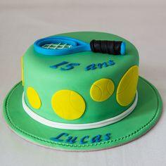 Cake design. Gâteau personnalisé en pâte à sucre sur le thème Tennis avec raquette et balles. Sugar paste Tennis themed cake by Les Délices de Marion.