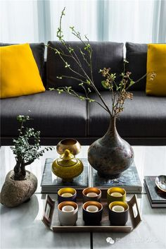 Warm dark tones with bright colours Chinese Interior, Asian Interior, Japanese Interior, Interior Styling, Interior And Exterior, Interior Decorating, Interior Design, Modern Interior, Sala Oriental