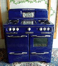 a reconditioned vintage gas stove in cobalt blue or british racing green. OMG I am SO getting this stove one day! LUV the cobalt blue! Kitchen Decor, Kitchen Design, Kitchen Runner, Kitchen Interior, Kitchen Ideas, Old Stove, Antique Stove, Antique Kitchen Stoves, Vintage Stoves