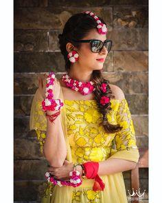 #shaadiwish #indianwedding #bridalshopping #weddingfashion #floraljewellery #mehendijewellery  #pinkwhitefloral #floralbracelet  floral jewelry shop- insta craft Jaipur