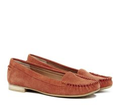 Casual moccasin with slight heel in genuine suede. Two classic colors available. Sole Society
