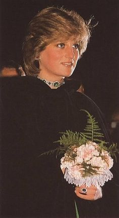 October Princess Diana at a gala concert at Brangwen Hall Swansea in Wales. Diana wearing a green taffeta gown, emeralds necklace, and black jacket. Princess Diana Family, Royal Princess, Prince And Princess, Princess Charlotte, Princess Of Wales, Vintage Princess, Lady Diana Spencer, Princesa Diana, Service Secret