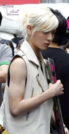 Ren -- check out dem muscles. for a pretty boy hes pretty muscular ;)